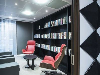 Office to rent London break-out area